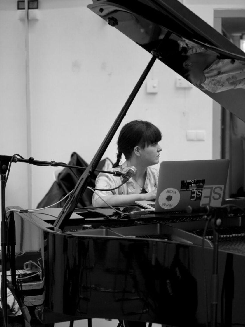 Rose in the studio by Jesse Callaert