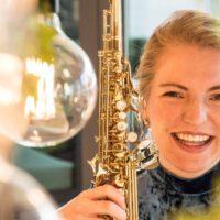 Saxofoniste Marlon Valk te gast bij 'Jong Geleerd'